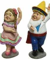 Dansende tuinkabouters man en vrouw tuinbeelden 27 cm van polystone